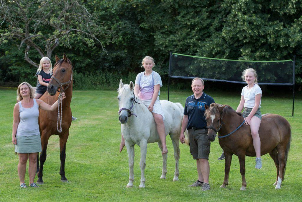 Familie Petersen mit Pferden
